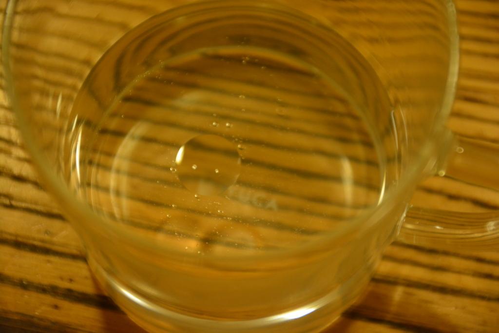 水道水とヒバ油